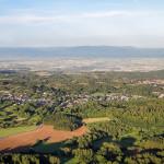 Paugnat et Moulet-Marcenat au premier plan, Riom et la plaine de la Limagne à l'arrière plan